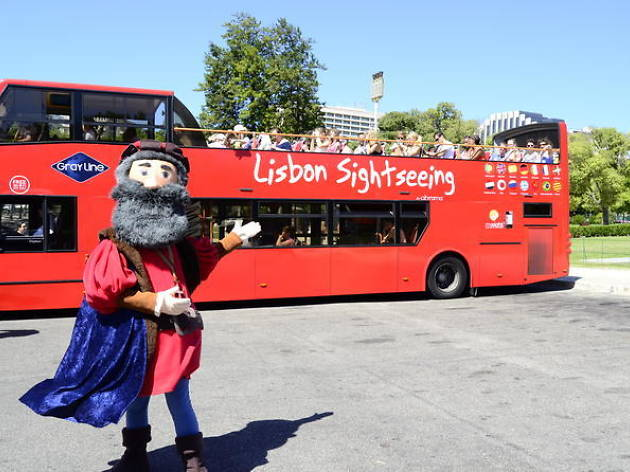 Lisbon hop-on-hop-off tours- Bus tour with optional Cascais line