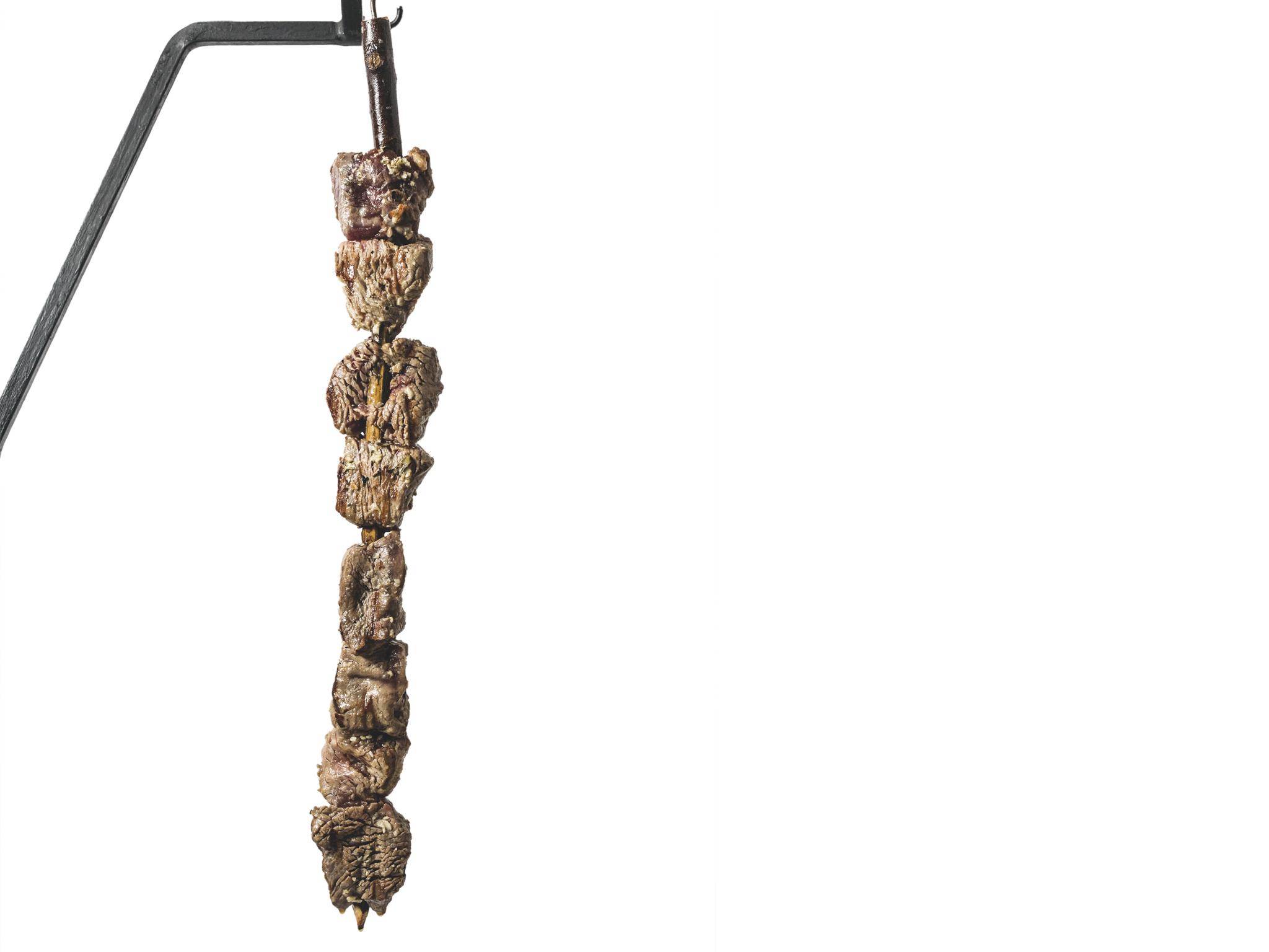 espetada de lombo em pau de louro, ilha da madeira, tema 526