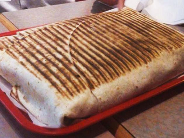 On a testé un gigatacos, le sandwich le plus fat de France