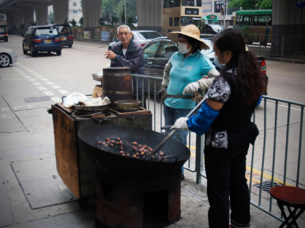 Eat roasted chestnuts