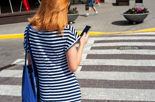 Two aldermen want to fine pedestrians up to $500 for texting in crosswalks