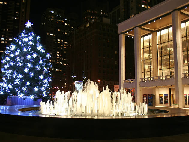 Lincoln Center, Josie Robertson Plaza