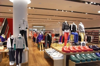 SHOPPING_Uniqlo_Press2011_002.jpg