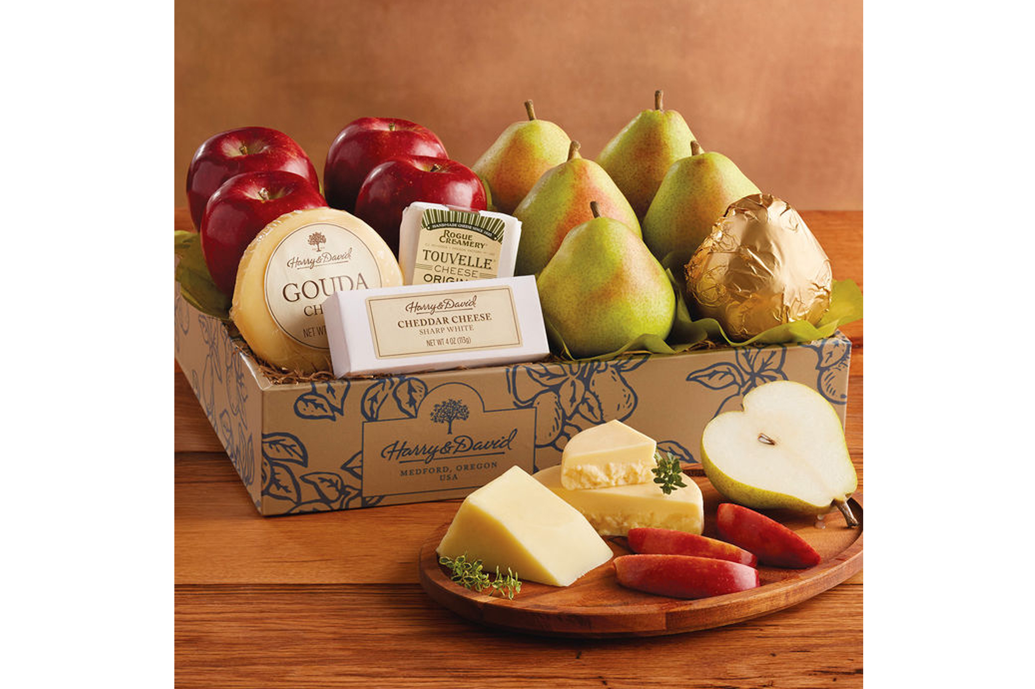 Deluxe Pears, Apples and Cheese Gift Box