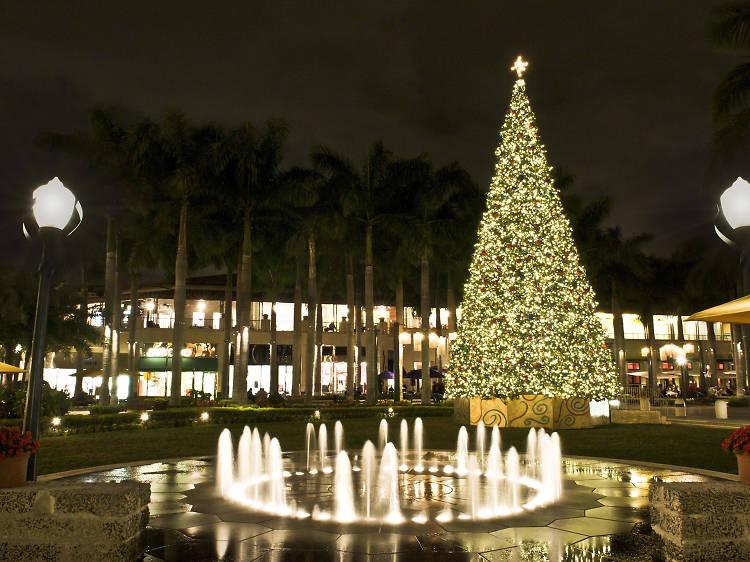 Holiday lights at the Shops at Merrick Park