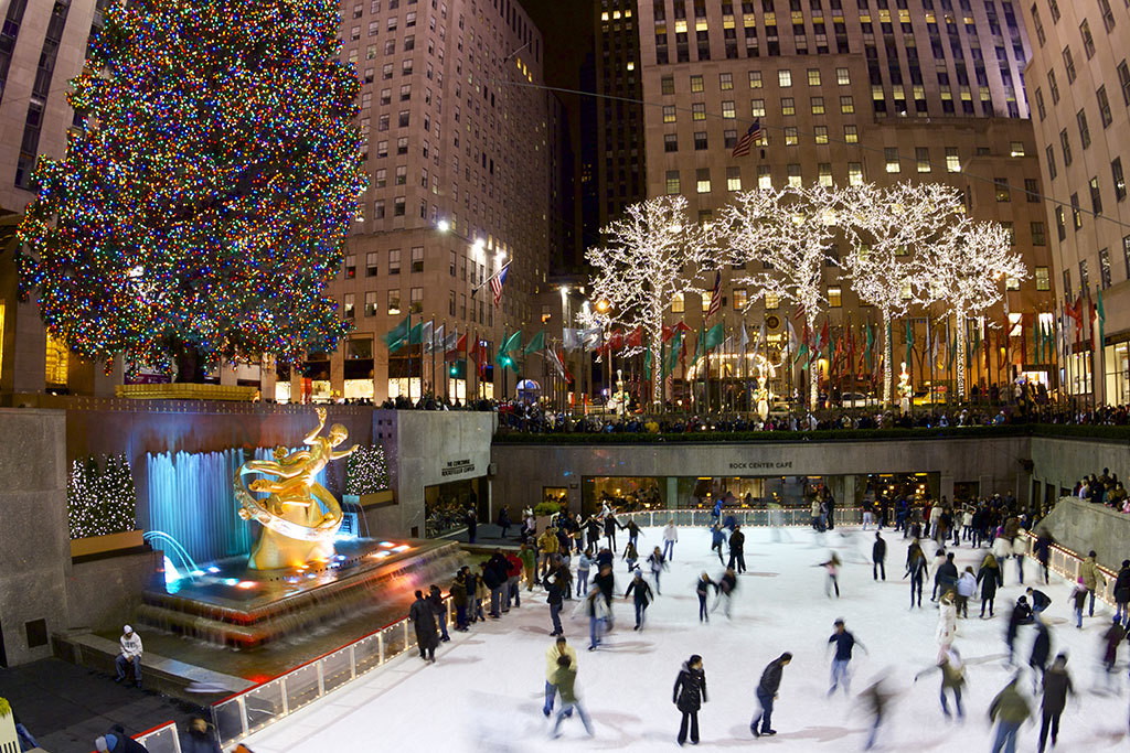 16 best cities to visit for the holidays in the u s for for Best cities to visit at christmas in the us