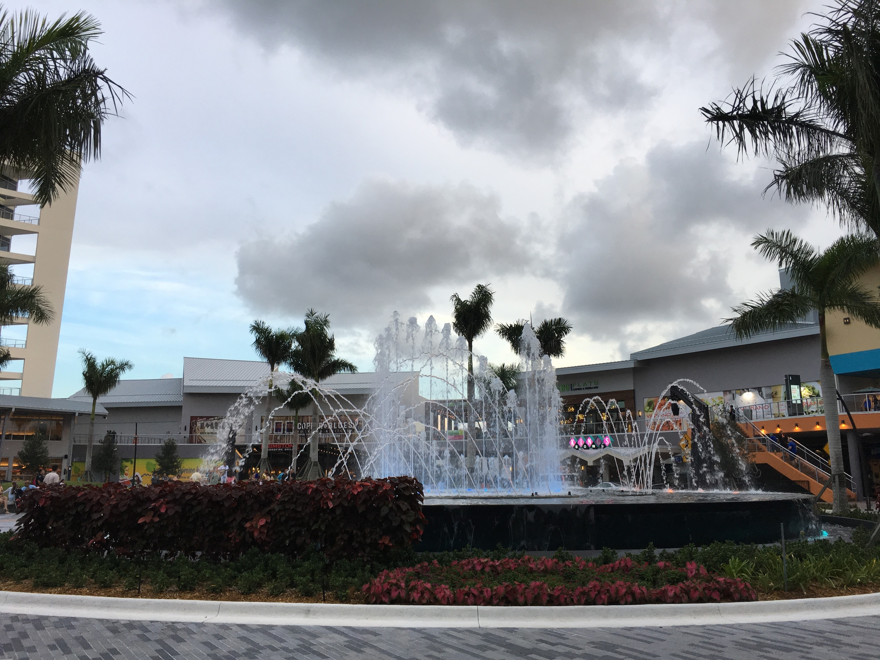 Tree lighting ceremony at CityPlace Doral & Where to see Christmas lights in Miami and Fort Lauderdale azcodes.com