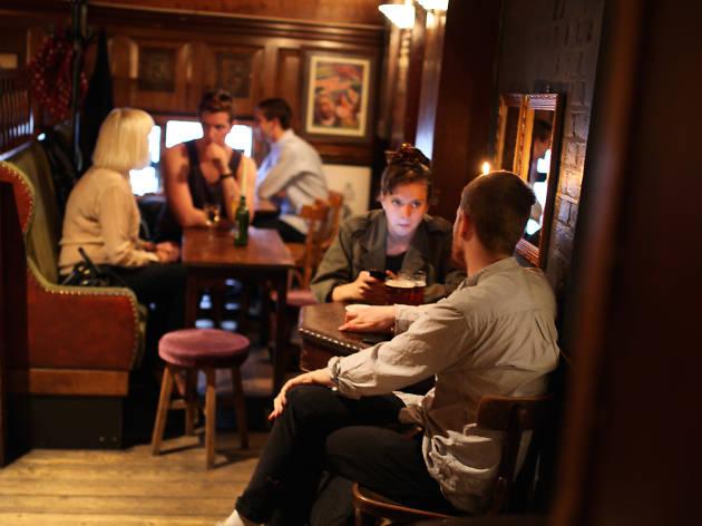 dove, cosy pubs, hackney