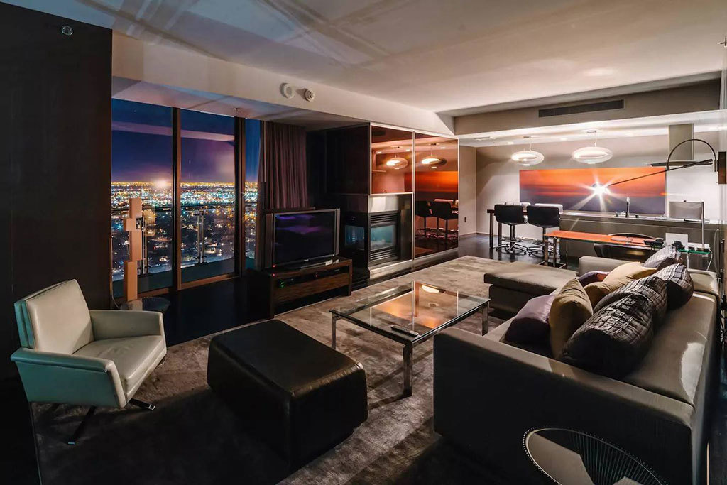 Stay by the Strip when renting these Airbnbs