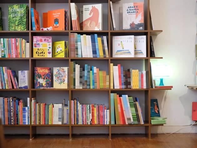 Baobá organiza feira de Natal com livros a preços de saldo