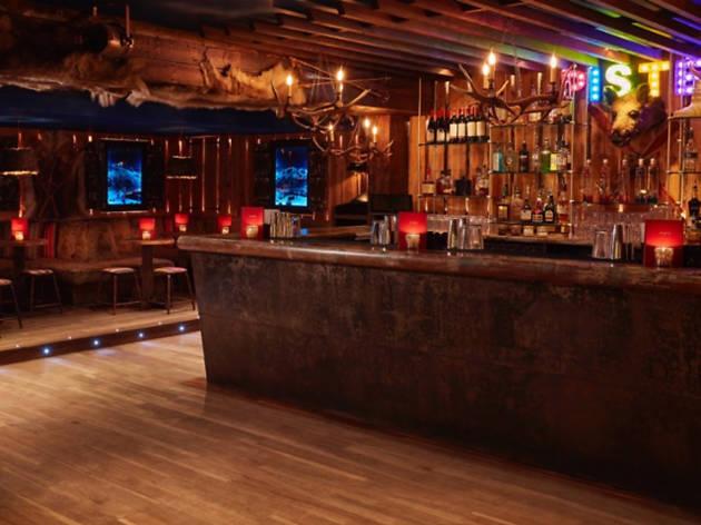 ski lodge bars in london, piste