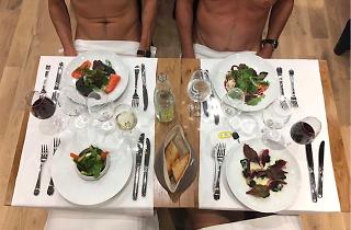 On a testé: manger cul nu dans le premier restaurant naturiste de Paris