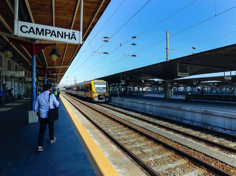Apanhe um comboio na estação da Campanhã