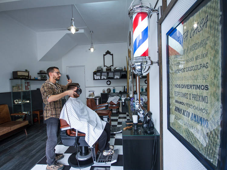 Corte o cabelo na Barbearia Orlando