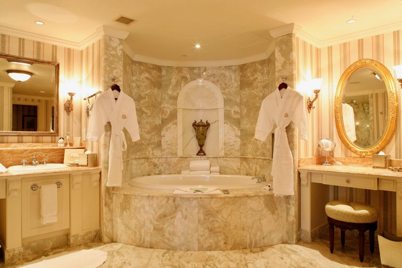 Hong Kong Disneyland Hotel bathtub