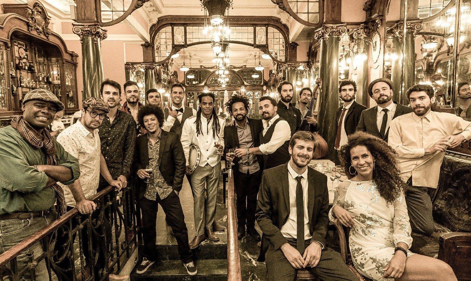 Orquestra Bamba Social canta os parabéns ao Mercado Bom Sucesso