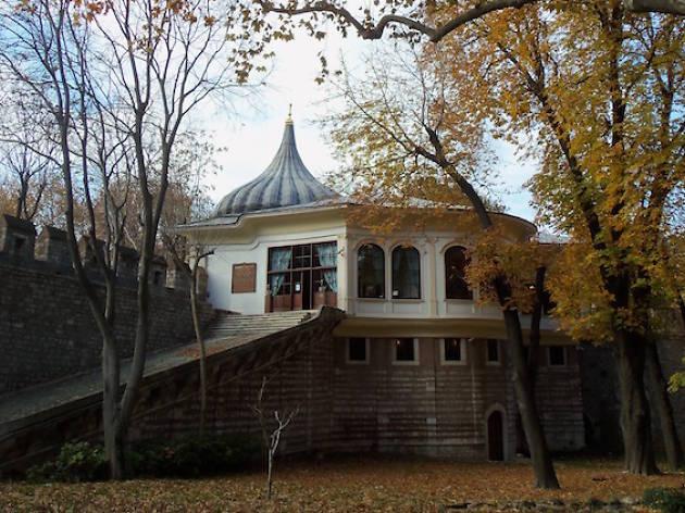 Ahmet Hamdi Tanpınar Edebiyat Müzesi Kütüphanesi