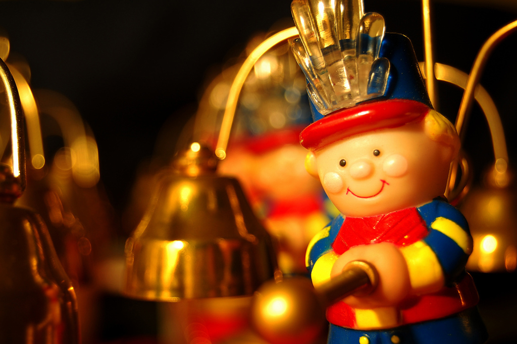 Christmas caroling on Lincoln Road
