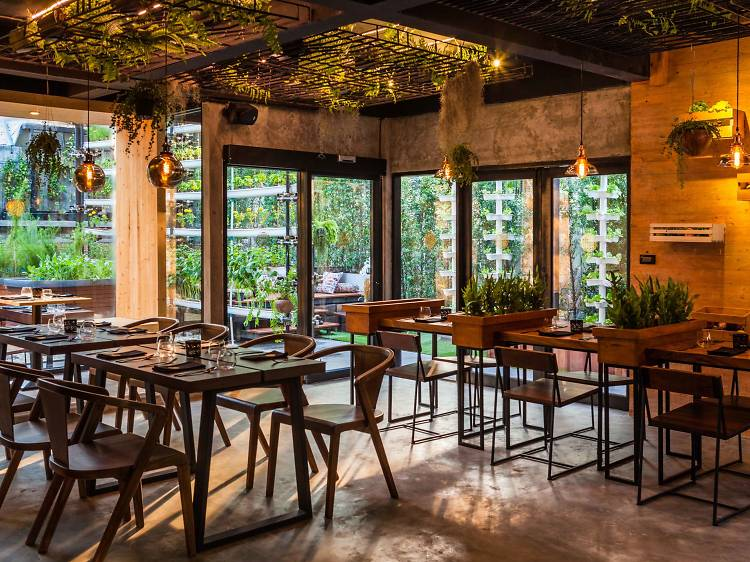 Best restaurants and cafes in Soi Sukhumvit 31 that offer takeout and delivery