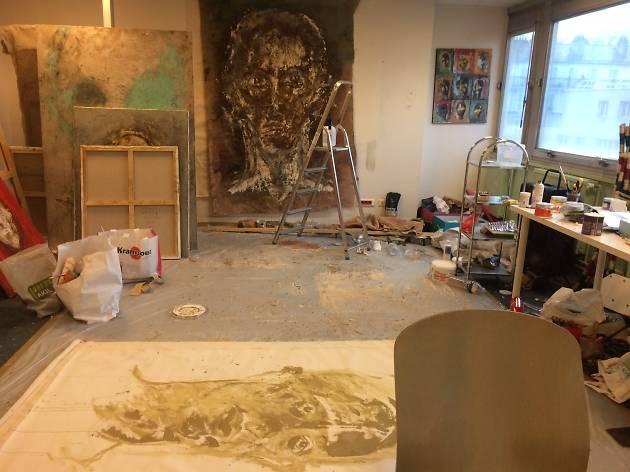 Un atelier refuge à Paris pour les artistes exilés en quête de paix