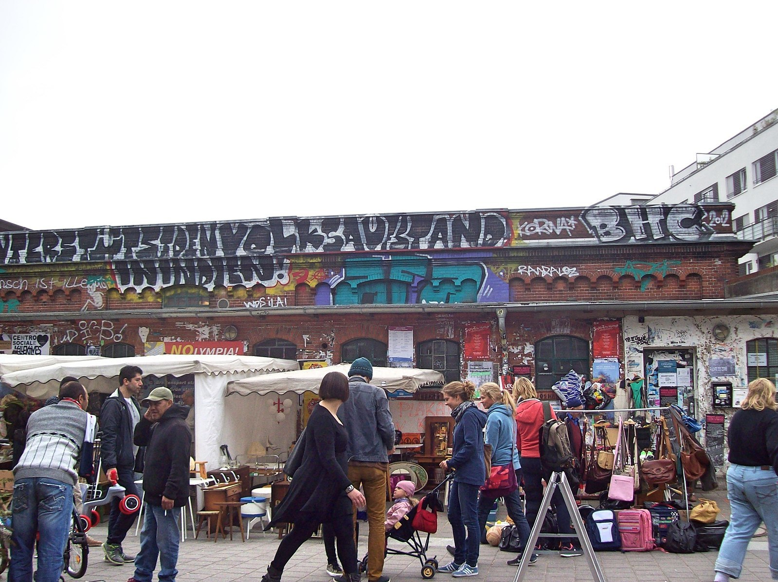 Browse the antiques and collectables at the Flohschanze flea market