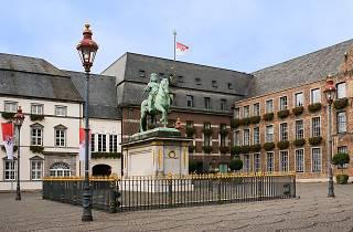 Market place in Altstadt (Old Town)