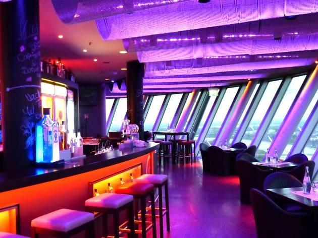 bar lounge m 168 bars and pubs in d sseldorf. Black Bedroom Furniture Sets. Home Design Ideas