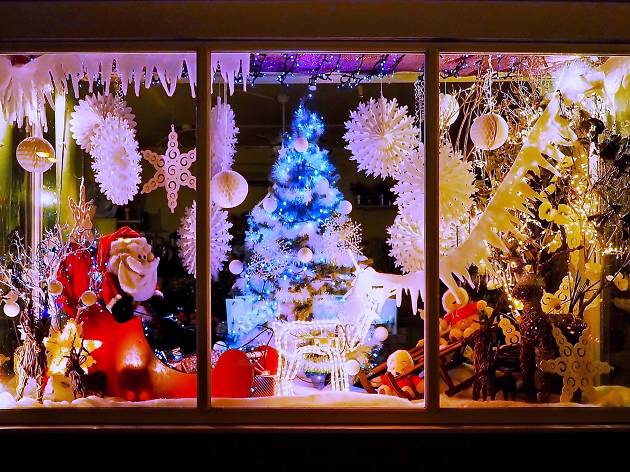 tips for decorating your window for Christmas and the holidays