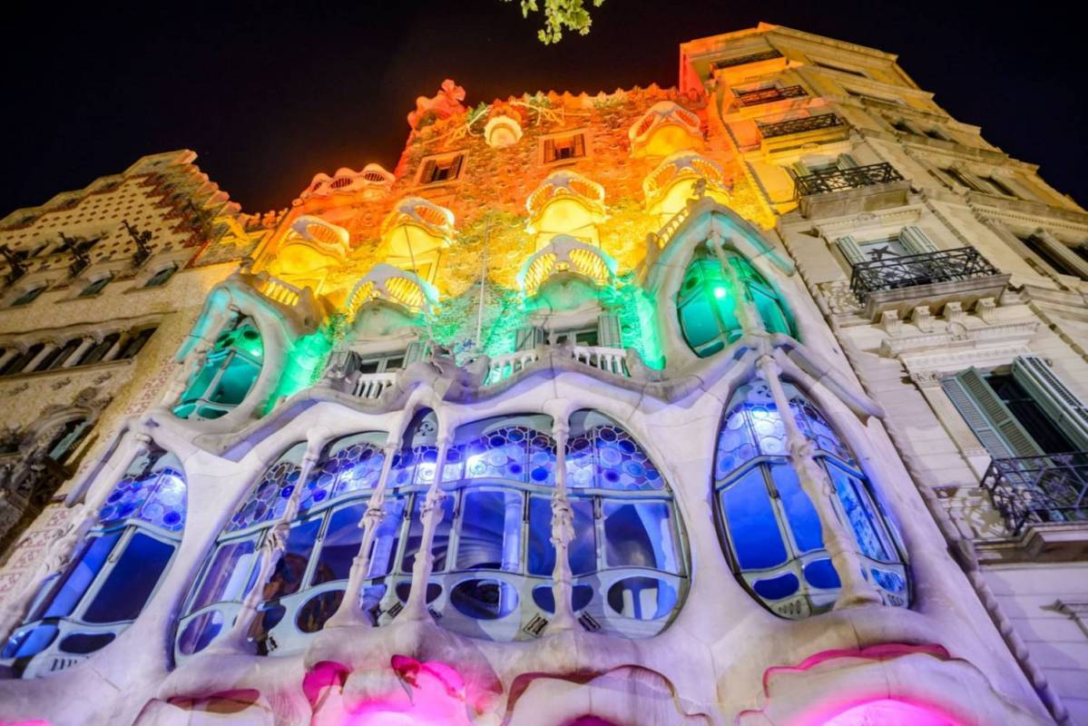 Barcelona bus tours- Magic fountain and night lights