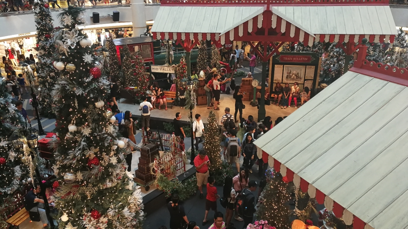 Christmas decorations and promotions in Mid Valley