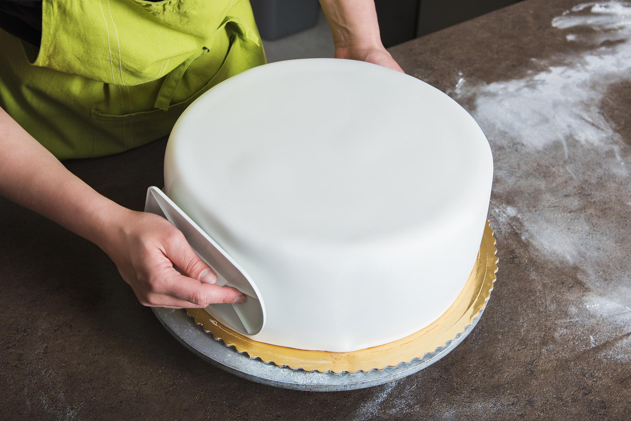 Resultado de imagen de how to decorate a fondant cake