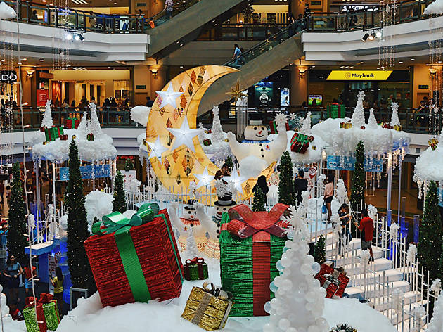 Christmas decorations at 1 Utama