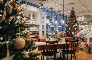 Crate and Barrel Christmas Market