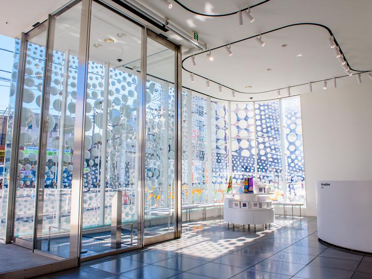 1F: Entrance, reception & shop