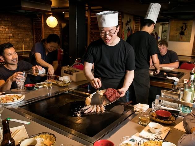 Chef cooking infornt of customers at I Chi Ban Teppanyaki