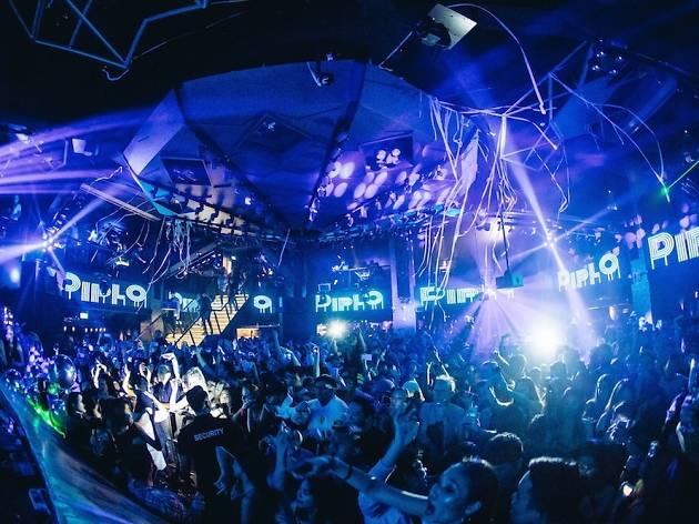 Ночные клубы рядом с официант ночной клуб москва