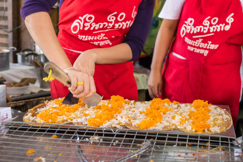khanom beurng thai satinthip