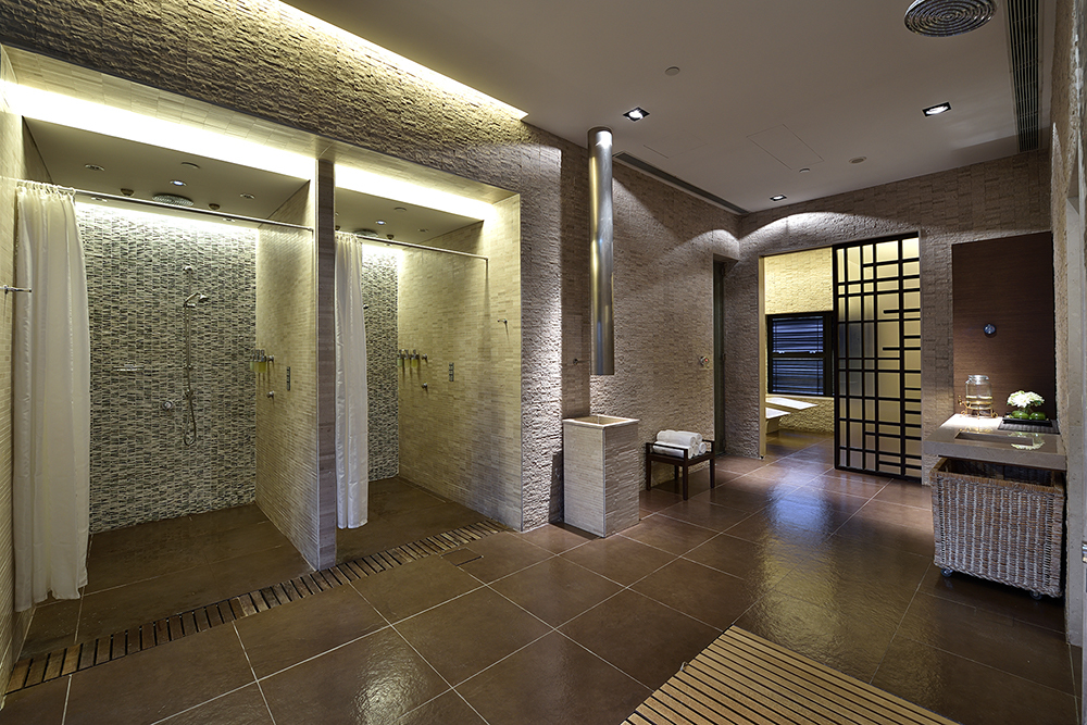 Queen's Garden Spa Shower