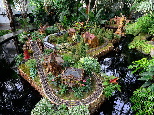 Get buzzed at the NYBG\'s late-night Holiday Train Show this winter