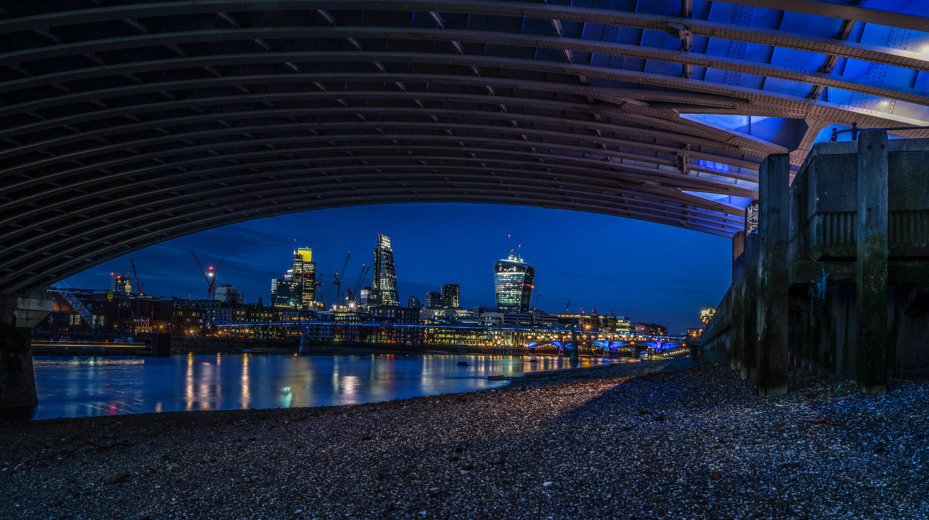 The best things to do after dark in london winter solstice 2017 creep yourself out on a ghost walk solutioingenieria Image collections