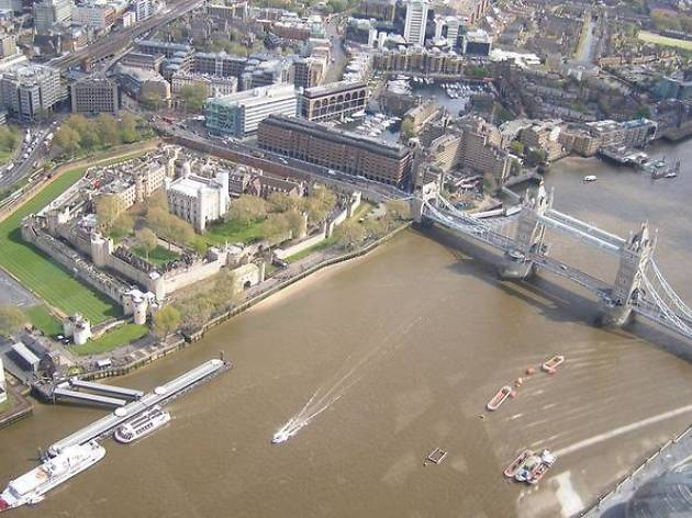 A 30-minute helicopter flight over London