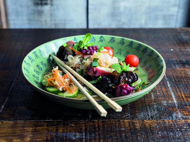 Boa bao - Salada de cogumelos com polvo grelhado do Boa-Bao