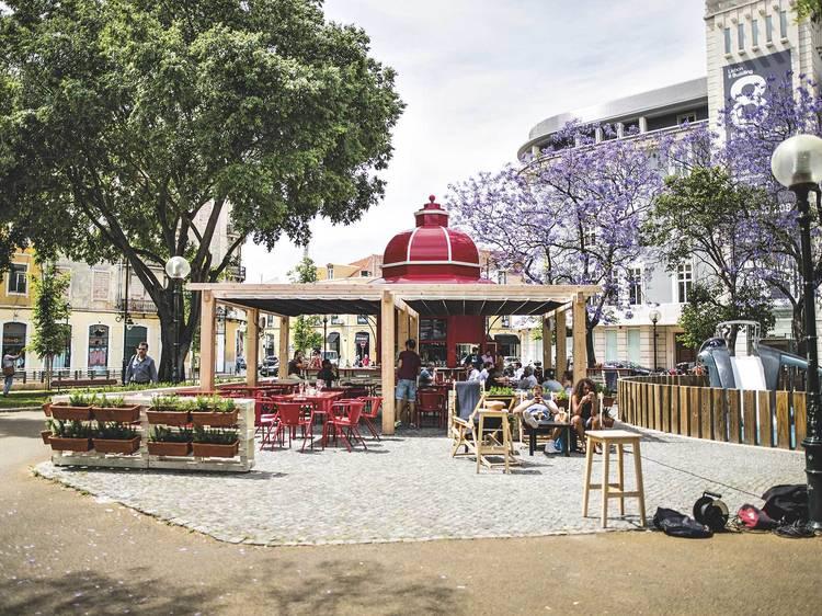 Almoçar à fresca nas esplanadas do Time Out Market Lisboa