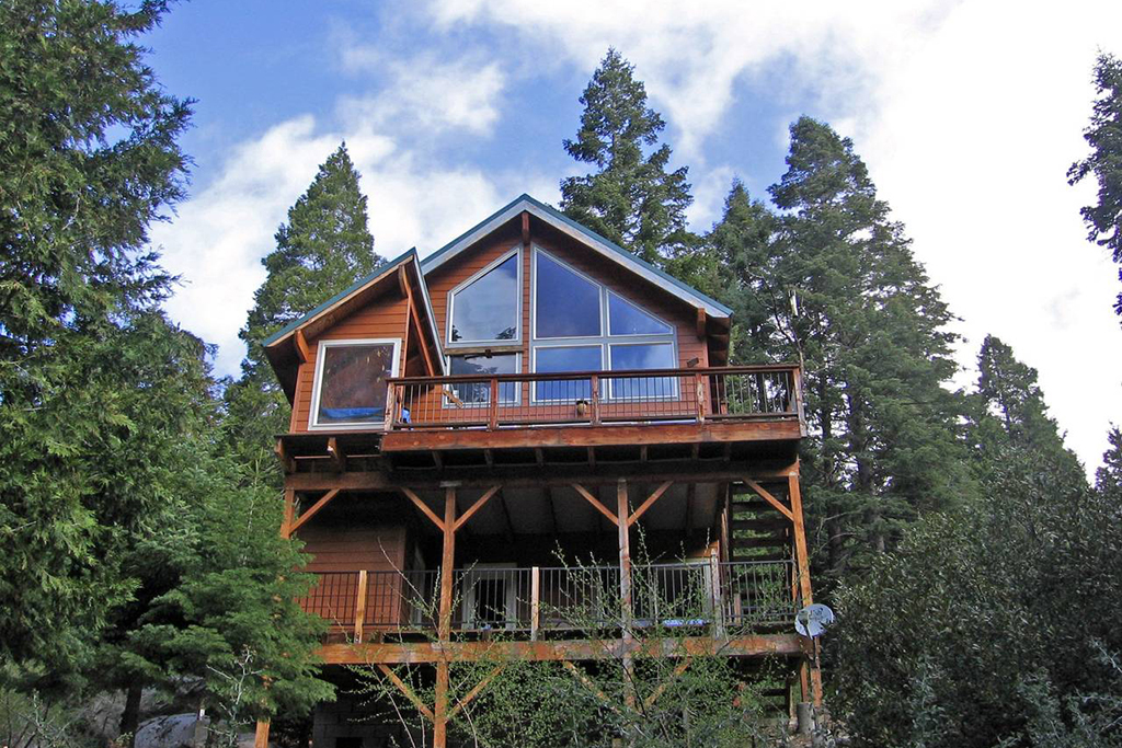 Cabin in the Giant Sequoias in Springville, CA