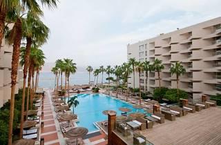 U Suites – Luxury by the Sea
