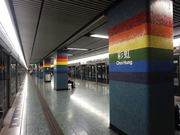What's with the different colours on MTR stations?