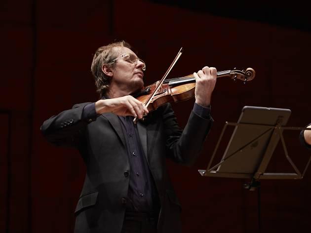 Richard Tognetti plays violin