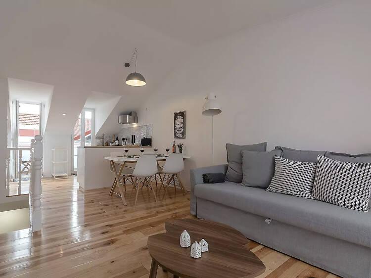 Light and airy penthouse, Bairro Alto