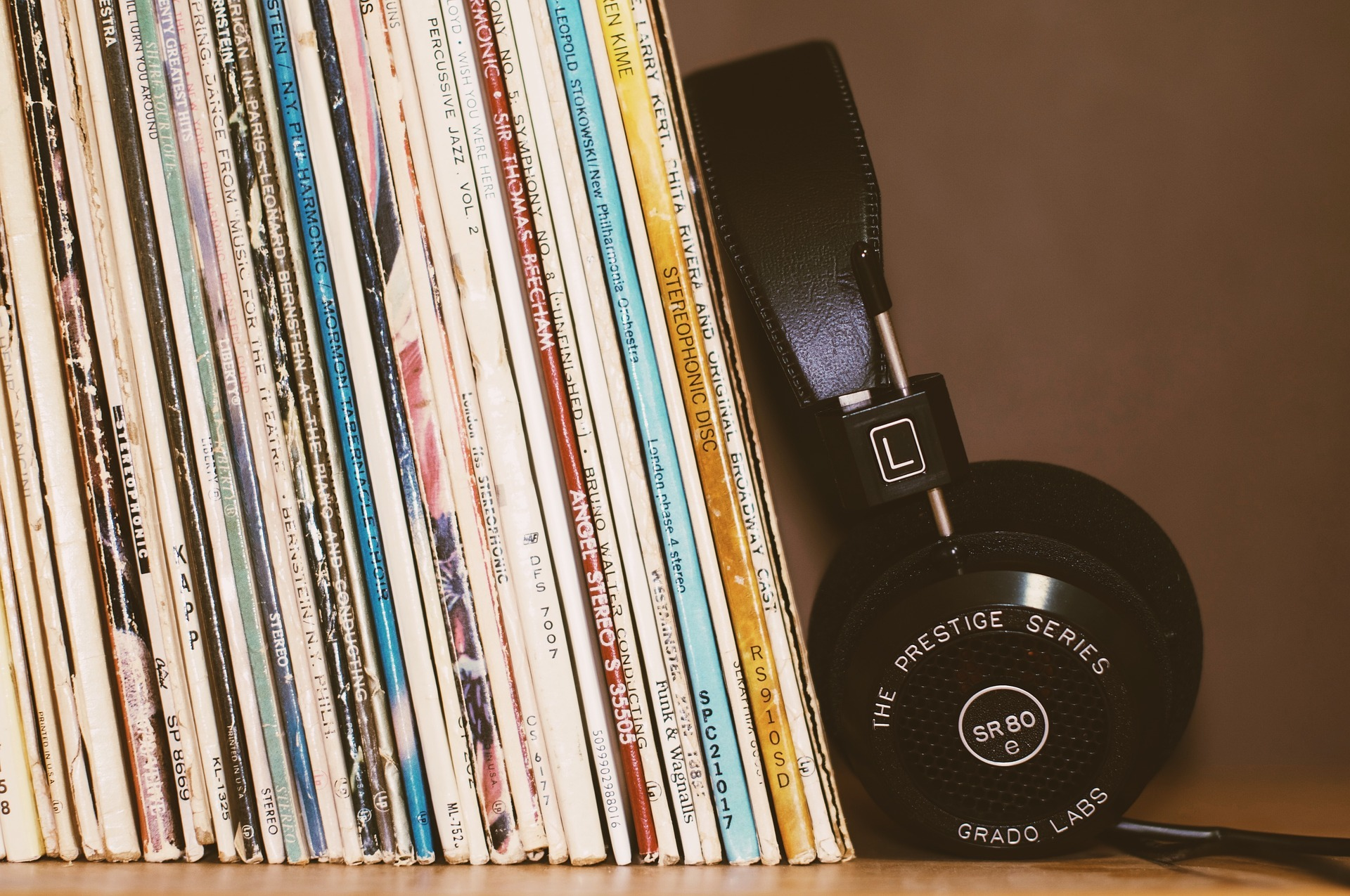 Generic vinyl store 03