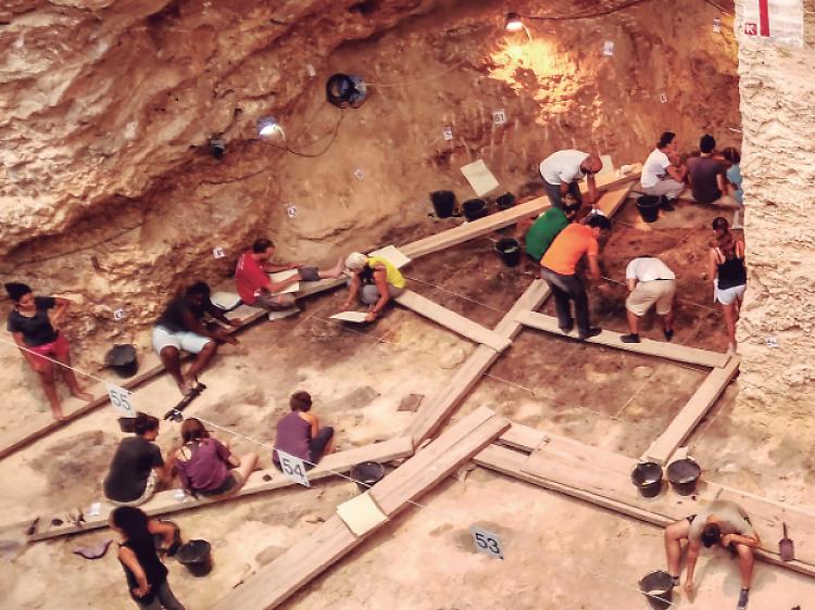 Capellades: seguint el rastre dels neandertals